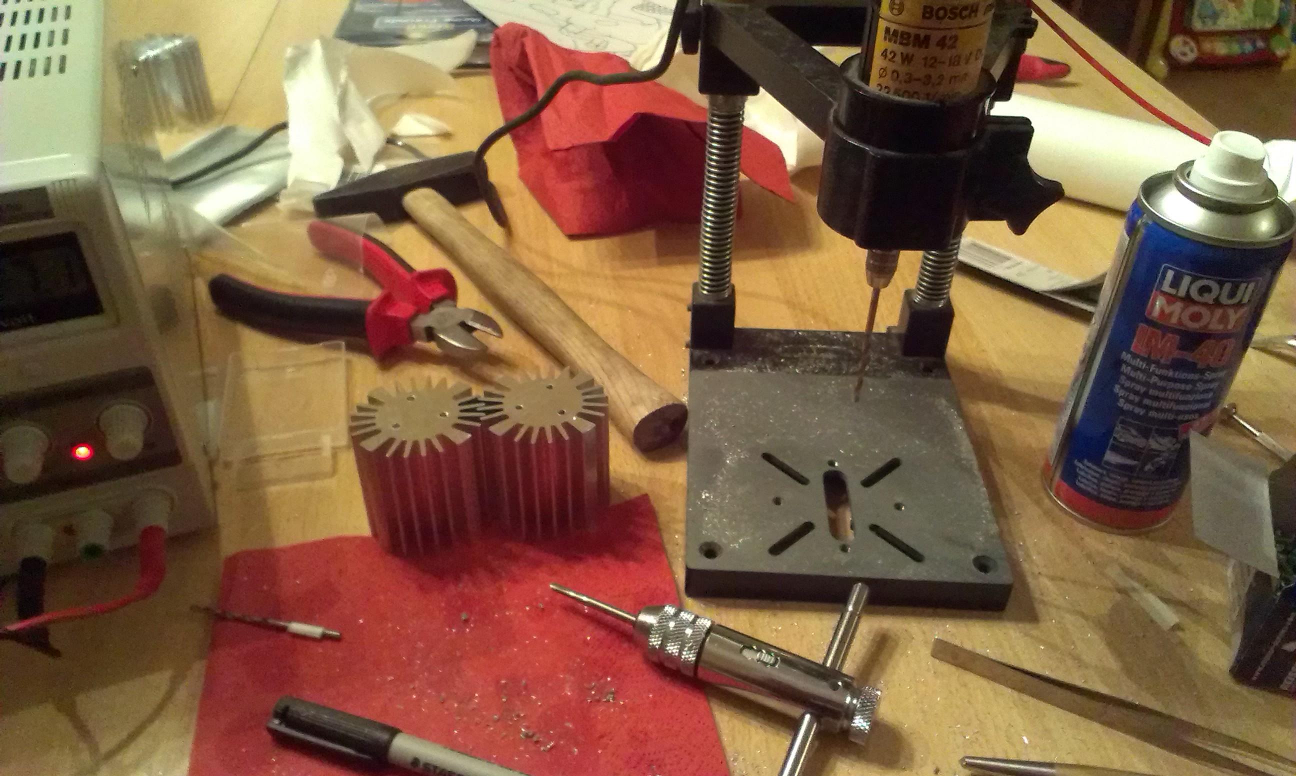 M3 Gewinde werden mit 2.5mm vorgebohrt und dann  geschnitten.
